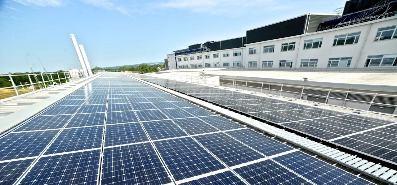 Completed 250 kW solar PV array at the Met Office